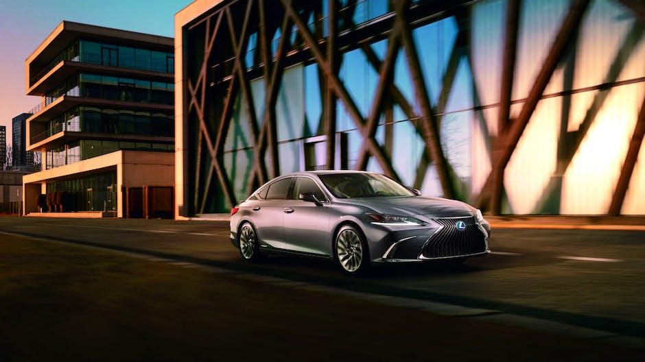 2019 Lexus ES exterior (silver)