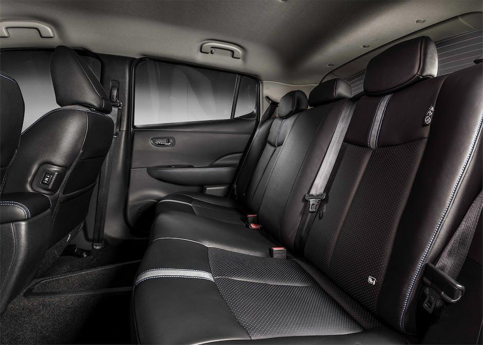 2018 Nissan Leaf rear seat leg room and head room