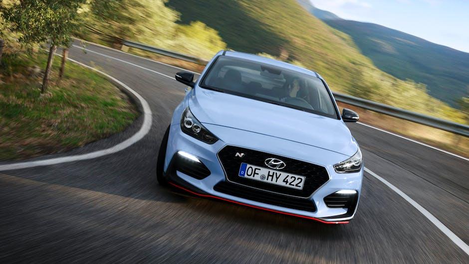 Hyundai i30 N Performance cornering fast