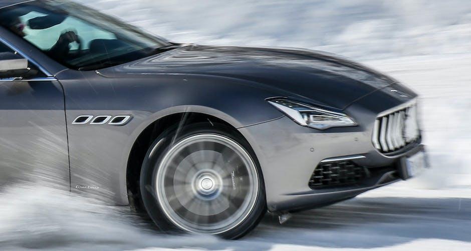 Maserati Quattroporte GTS 2018 front wheel and bonnet
