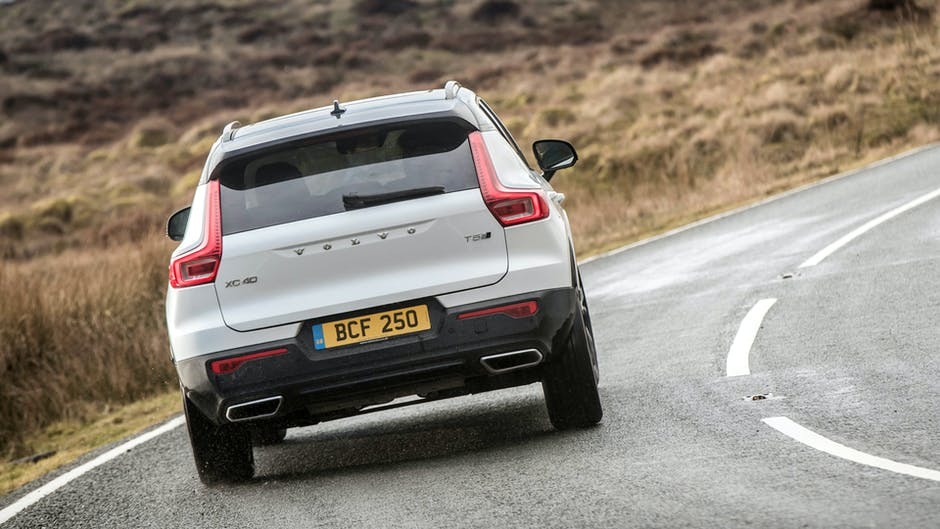 Volvo XC40 exhaust and rear profile